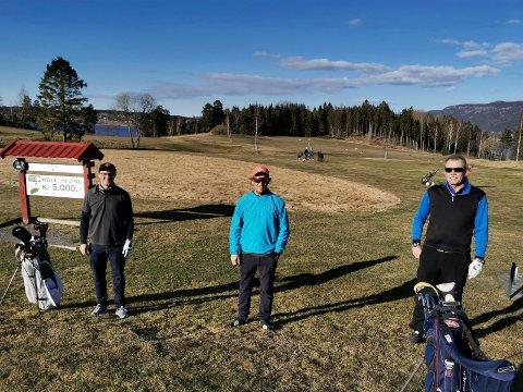 AVSTAND: Spillerne holdt god avstand mellom seg under korona-golfrunden.