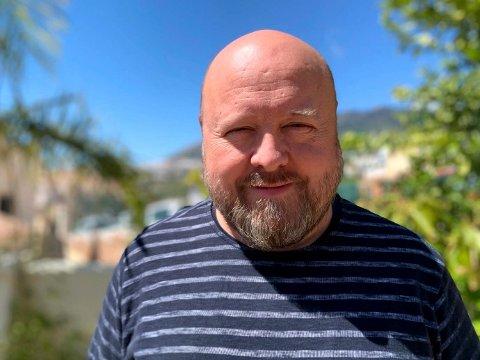 TRYGG: Ole Kristian Kaasin Simarud forteller at han og familien føler seg trygge på sørkysten av Spania, selv om andre steder av landet er hardt rammet av koronaviruset.