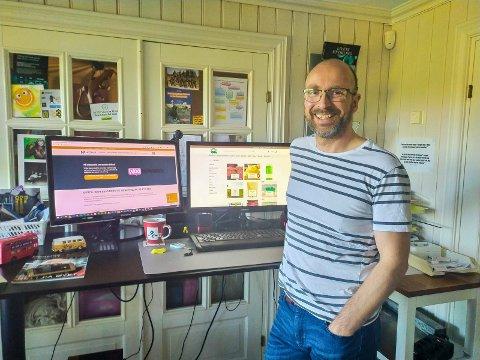 TRAVEL MANN: Nickolass Jensen på Jevnaker har travle dager i firmaet Nettpilot.
