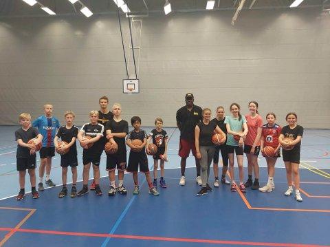 HBBKs baskettalenter da de fikk besøk av den rutinerte treneren Kenneth Webb i sommer.