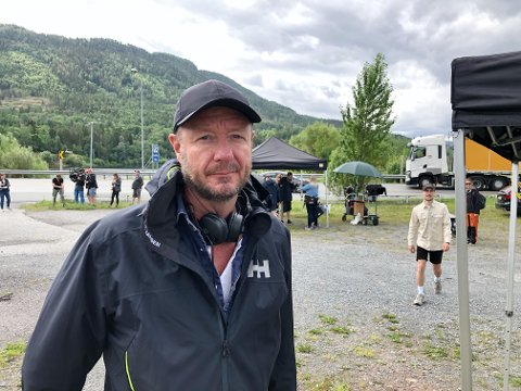 I HOLE: Regissør Øystein Karlsen er fornøyd med innspillingsstedet de fant i Hole. Det skal trolig også filmes med drone i Hole og Ringerike, opplyser han.