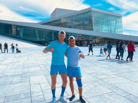 I MÅL: Espen Berg (26) og Christoffer Westby Baksvær (27) er endelig i mål etter 550 kilometer på bena.