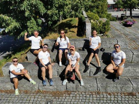 TROSSET VARMEN OG VIRUSET: (bakerst, fra venstre) Eli Skamsar, Marianne Pedersen, Tone Halvorsen, (foran, fra venstre) Line Gjelstad, Natalie Skjelstad, Mia Beyer-Olsen og Nina Gjelstad løp Ringeriksmaraton i helgen.