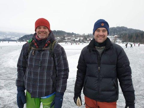 ILDSJELER: Håvard Rishoff og Jørgen Haugen har på eget initiativ laget naturisbane på Steinsfjorden.