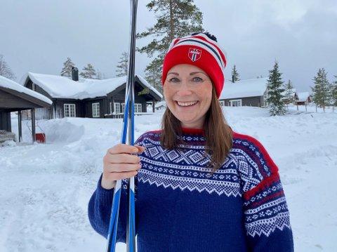 UT I LUNSJEN: Hilde Nordlund går seg gjerne en skitur i lunsjen. – Jeg jobber gjerne et par timer på kvelden for å kunne nyte dagslys og frisk luft, sier hun.
