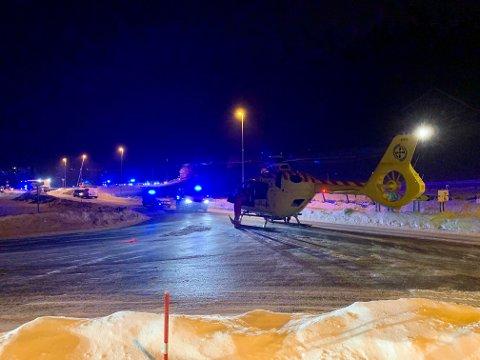 NØDETATER PÅ PLASS: Både politi, brann, ambulanse og luftambulanse er på plass på ulykkesstedet.