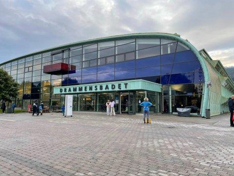 FUNNET UNDER VANN: Drammensbadet ble stengt etter en drukningsulykke søndag ettermiddag.
