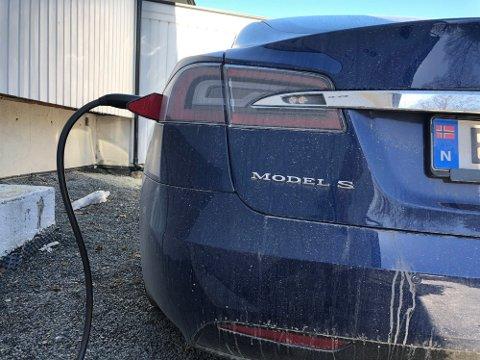 PRISHOPP: Strømprisene har gått i været i 2021. Nå er det dobbelt så dyrt å lade elbilen hjemme. Foto: Lars Wærstad / Nettavisen