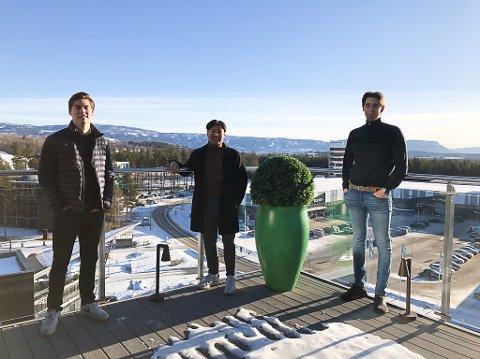 HÅPER PÅ SVAR: Kjetil Kolbjørnsen, Dennis Phong Tran er fra Sandefjord og Petter Kallestad Mengshoel studerer økonomi og ledelse ved USN, og er i gang med sin bacheloroppgave. Nå håper de mange vil svare på deres undersøkelse.
