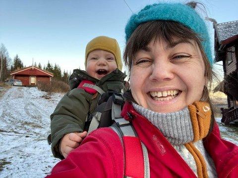 SNART VÅR: Etter en periode med sprengkulde gleder mamma Benedikte Thaulow seg til å ta med Anders (15 mnd) på flere turer i bæremeisen.