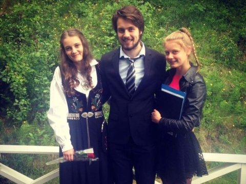 STOREBROR: – Jeg har en flott familie, sier Henrik Moholdt, her med søstrene Camilla (til venstre) og Caroline.