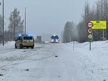 SIKKERHETSSONE: Politiet opprettet en sikkerhetssone etter ulykken.