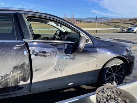 En personbil kolliderte med en lastebil i Hønefoss tirsdag formiddag.