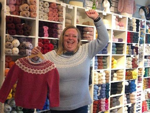 KUNNE ÅPNE: Fra og med i dag kunne Gry Bråthen åpne opp igjen butikken StrikkeGry, som hun har drevet siden 2014.