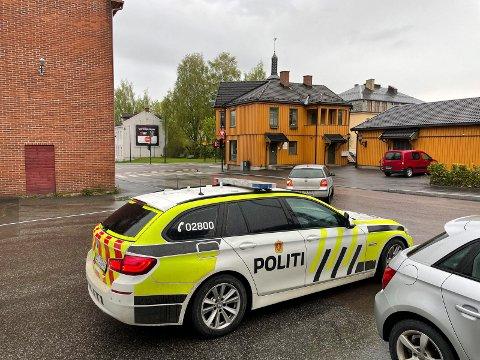 ULYKKE: Politiet og nødetatene rykket ut til lyskrysset i Hønengata tirsdag morgen.