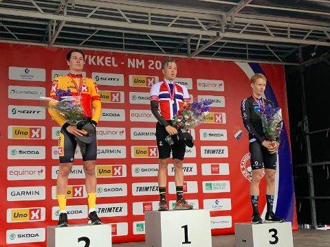 SØLV OG BRONSE: Søren Wærenskjold (til venstre) Andreas Leknessund (til høyre) sikret sølv og  bronse i NM torsdag kveld. Tobias Foss vant løpet.