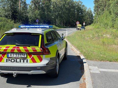 BIL I AUTOVERN: Bilen fikk ikke store skader da den kom borti autovernet i Eggemoveien lørdag formiddag.