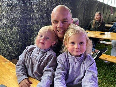PÅ FESTIVAL: Kim Andre Langli (33) med barna Nikoline( 3) og Madeleine (5).