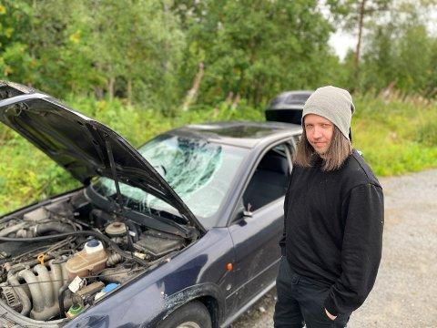 IKKE FORNØYD: Tommy Syversbråten fra Hemsedal er ikke fornøyd med mennesker som hensetter bilene sine på rasteplasser. – Det blir hærverk og søppel av det, og det er bortkastede ressurser hos politi og vegvesen, sier han.