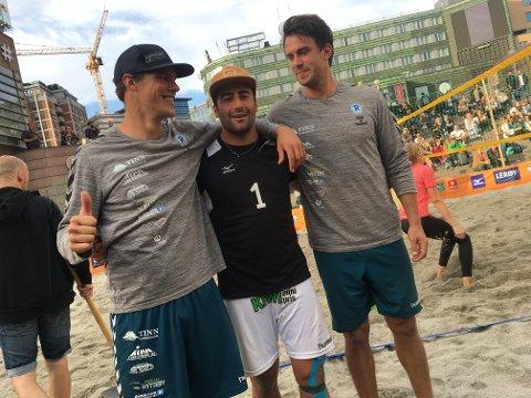 Sadegh Mohajer, i midten, møtte Rjukan-paret Jan-Erik Moen og Ruben Husby Pedersen NM