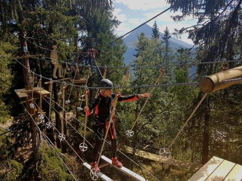 Daglig leder Merethe Falkum Lien tester ut Sabotørløypa, der hun går på ski til hytta på Hardangervidda.