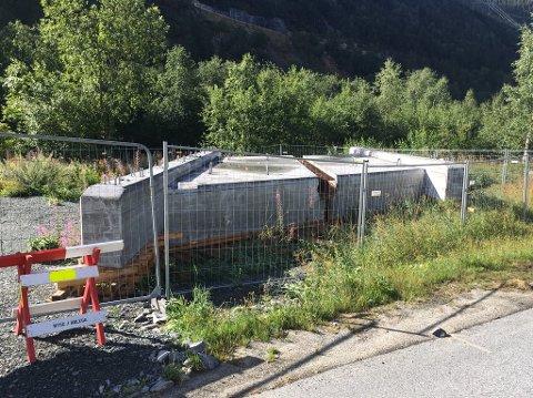 80 TONN NY BRU: Den nye brua er støpt i to deler, hver av dem veier 80 tonn. Foto: Statens vegvesen.
