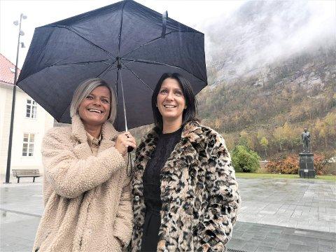 BLI DRONNING: June Christensen og Hilde Midtbøen fra You & Me håper det blir folksomt på Torget torsdag.