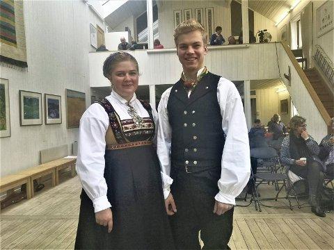 FOLKEMUSIKK: Birgit Haukås og Knut Boksasp Berge var begge med å sette farge på fylkeskappleiken på Nutheim.