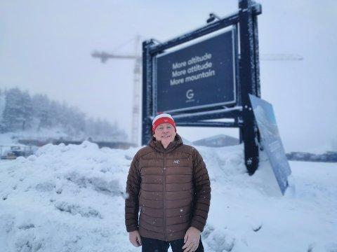 GENUINT NORSK: Hans Pettersson bor ved Gøteborg, men tilbringer mye tid på Gaustaområdet. Han liker veldig godt det genuint norske, og er ikke begeistret for engelske skilter.