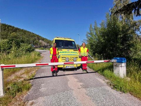 BOMTUR: Låste bommer kan forsinke ambulansen når det haster ved ulykke eller sykdom. Nå oppfordrer ambulansesjefen i Telemark folk om å gi ambulansene tilgang.