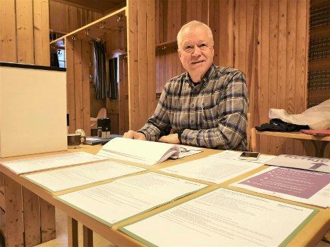 KIRKEVALG: Kjell Nørstebø var valgfunksjonær for kirkevalget på Fjellvang. I Tessungdalen stemte hele 43 prosent av de stemmeberettigede i mandagens kirkevalg.