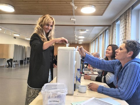 VALG: Tonje Byholt da hun stemte i Dølehalle sist mandag.