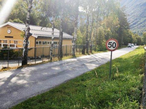 BYTTES UT: Fartsgrenseskiltet forbi Miland skole skal byttes ut med 40 km/t.