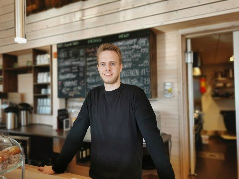 ENKEL MENY: Maten på Krosso Fjellstue blir lagd av kokken Bo Strømberg. Han vil ha en enkel meny med spennende smaker.