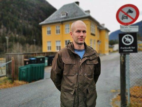 USIKKERHET: Det er mye usikkerhet rundt Miland skole nå, synes leder i FAU, Hans Torsvik Ørnes.