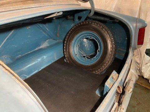 KLAR FOR NYE ÅR: Etter EU-kontrllen er bilen fra Atrå klar for nye år i familen.