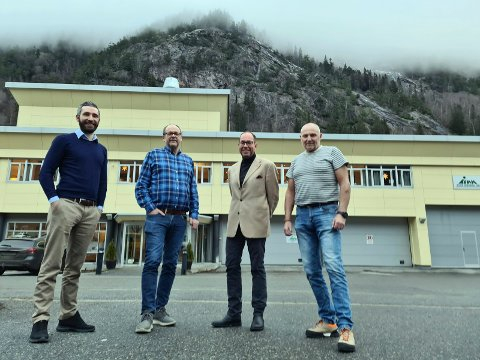 NYTT: Denne gjengen er nå klare til å komme ut av startblokka i de nye selskapene med utspring i gamle  Tinn Energi. På bilde f.v.: Sindre Tjønn (Leder Salg og Marked, Tinn Energi og Fiber AS), Halvor Romme (daglig leder Stannum AS), Olav Edland (daglig leder Tinn Energi Gruppen), Terje Forsmo (Leder bredbånd, Tinn Energi og Fiber AS).