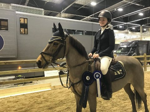 Andrea Braathen og ponnien Kattborgs Olivia overrasket alle i Oslo Horse Festival i Lillestrøm.