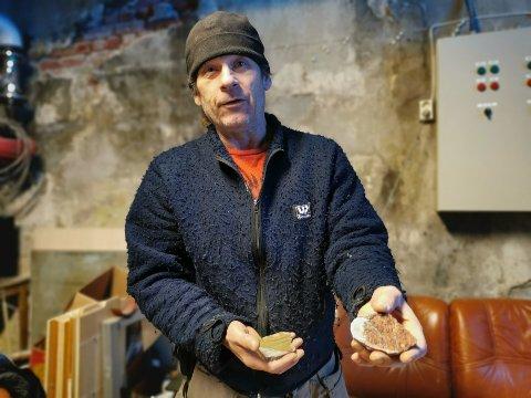 SLIPTE STEINER: Geir Harris Andersen starter Rjukan steinklubb på torsdag, og inviterer steingale til å bli med. Her viser han frem slipte steiner.