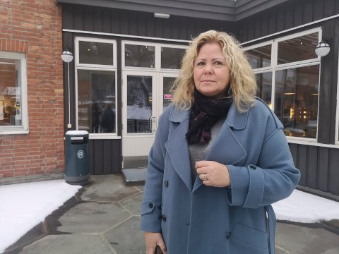 STENGT: Rektor ved Rjukan videregående skole Anne Grethe Tho har sendt elevene som bor på hybel hjem, slik at de kan følge hjemmeundervisningen der.