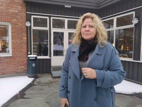SNART SKOLESLUTT: Rektor Anne Grethe Tho ved Rjukan videregående skole sier at hun håper å se alle elevene tilbake på skolen før sommerferien.
