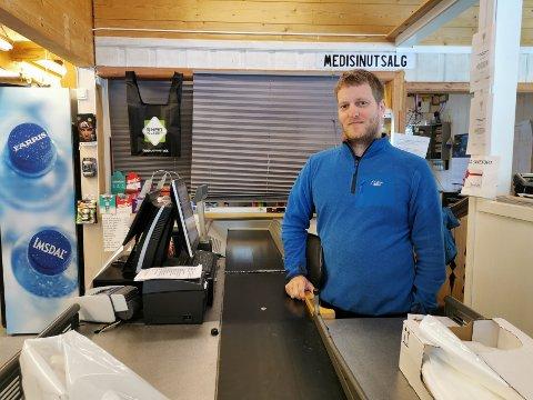 ALENE: Kenneth Karlsen Grønstad driver Gavle Fjellhandel alene nå, og samboer Anette Lien er permittert.