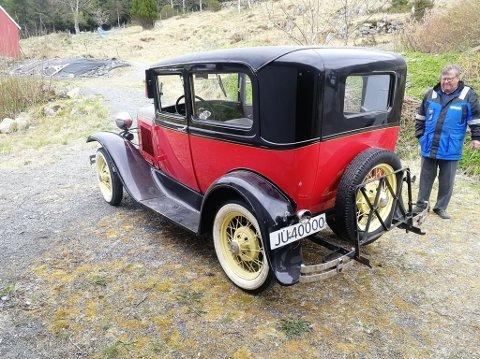 BAKFRA: Slik ser bilen ut np, sett bakfra, og med sitt nye registreringsnummer.