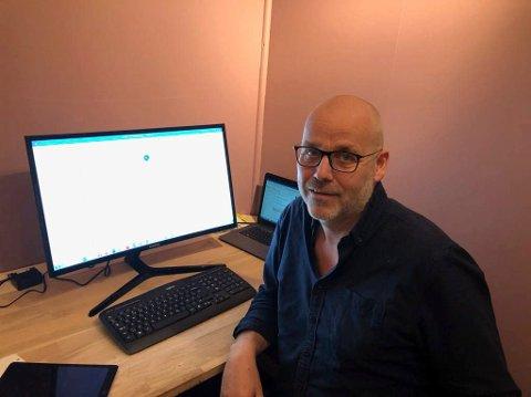FORNØYDE: Tor Helge Flåto i RNu har stort sett fått gode tilbakemeldinger fra næringslivet i kommunen etter pengeutdeling.