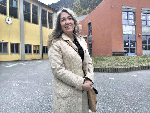 HEKTISK: Det blir en hektisk dag for enhetsleder Kristine Kollenberg i dag. Mandagens skoleåpning skal forberedes.