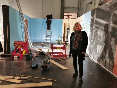 BLIR FERDIG: Utstillingsleder Gunhild Lurås ved NIA står midt i kaoset i det som skal bli den nye utstillingen på NIA.