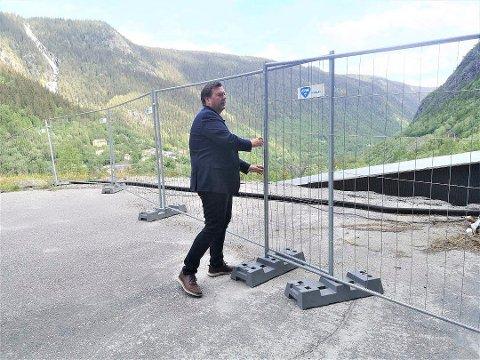 NIA-direktør Runar Lia er fornøyd med at garantien kom på plass. Dermed kan byggingen av sikringsbygget over den berømte tungtvannskjelleren begynne. Allerede onsdag morgen er det byggemøte med hovedentreprenøren. (foto Torfinn Skåttet)