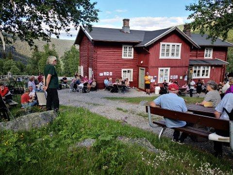 ÅPNET: Krokan Turisthytte åpnet på selveste Sankthans, og Øystein Haugan fortalte gode historier om Krokan og området rundt.