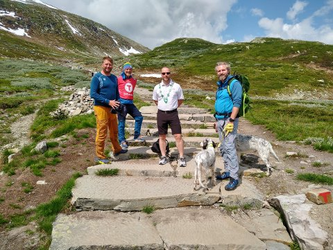 ET SLAG FOR ANKOMSTEN: DNT Telemarks ledelse sammen med Hjartdal-ordfører Bengt Hallvard Odden, som ønsker fylkets fokus på veien som fører til fylkets mest populære turistattraksjon.