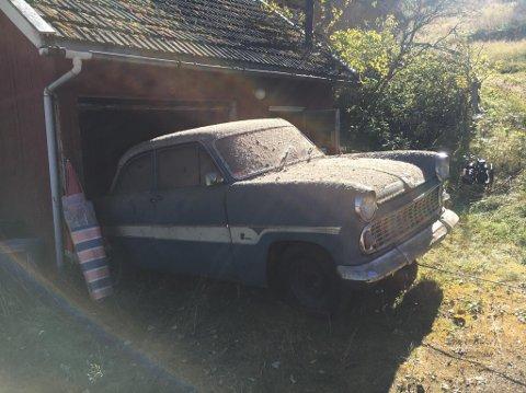 33 ÅR GAMMELT STØVLAG: Ut i det fri etter 33 år på nedstøving - men bilen var i ypperlig stand.